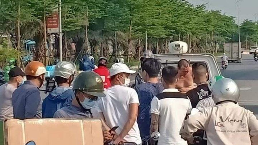 Hà Nội: Tìm được người dân giúp tài xế taxi bắt cướp trên đường Cienco 5