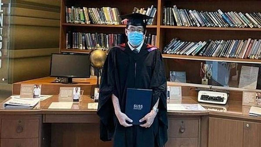 Cụ ông 72 tuổi tốt nghiệp đại học