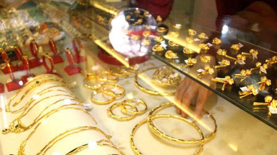 Giá vàng hôm nay 19/5: Mạnh tay xuống tiền, tiếp tục tăng giá