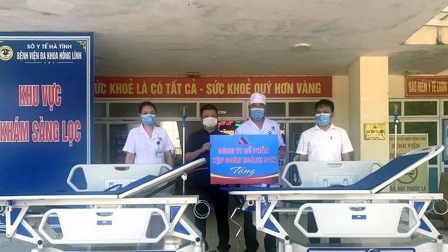 Tập đoàn Hoành Sơn tặng thiết bị y tế cho Trung tâm Y tế Hồng Lĩnh