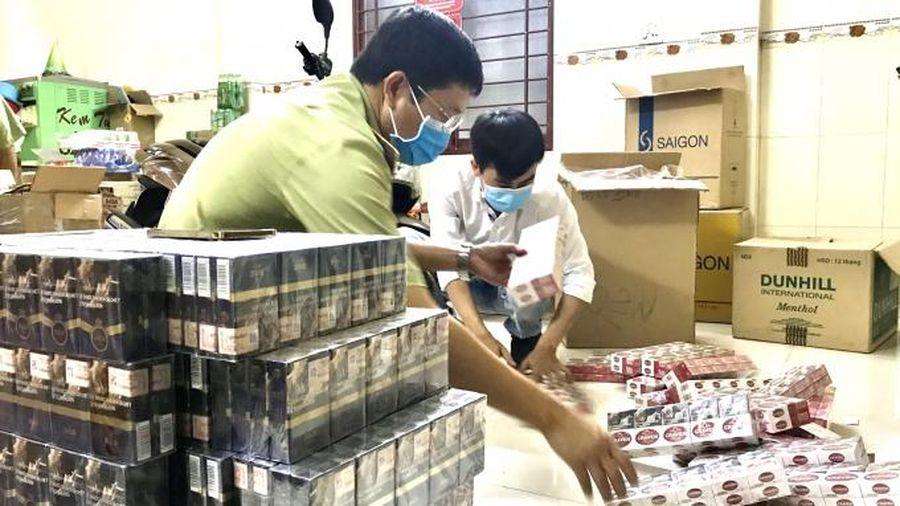 Thu giữ gần 2 nghìn bao thuốc lá giả mạo nhãn hiệu 555 và CravenA tại Phú Yên