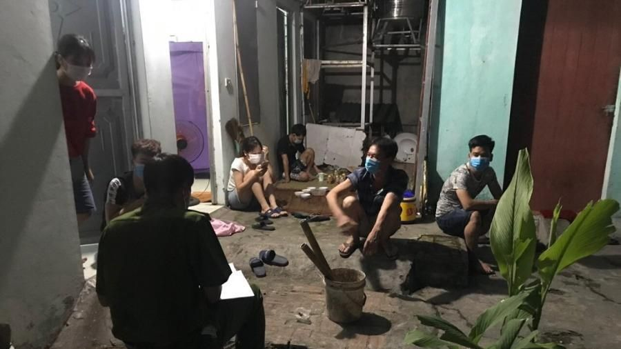 Tụ tập xem trận Việt Nam-Malaysia, 7 người bị công an đề xuất phạt nặng