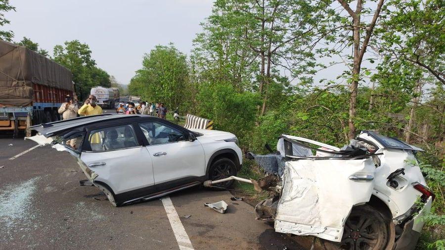 Kia Seltos gãy rời sau vụ tai nạn