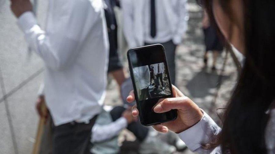 Con lai Hàn - Việt bị bạn học bắt nạt, nhại giọng ở trường