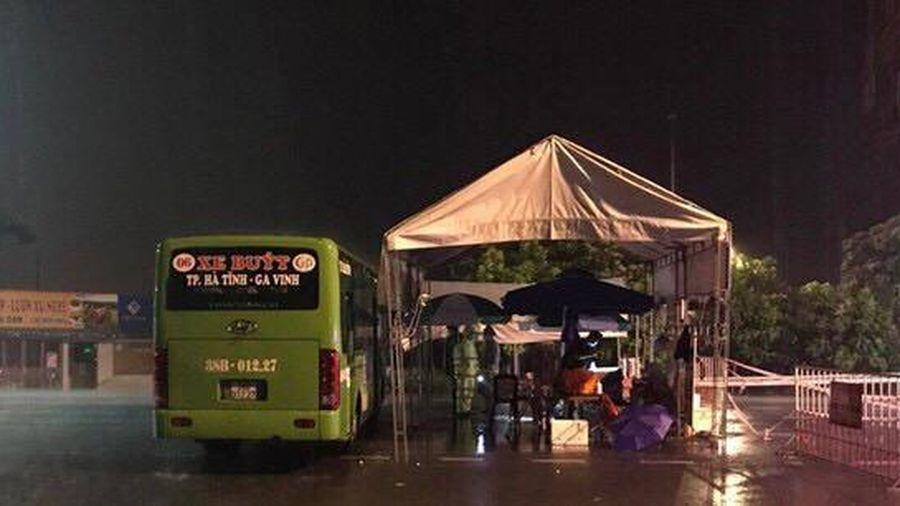 Hà Tĩnh: Điều động xe buýt làm điểm trực chốt phòng chống dịch Covid-19