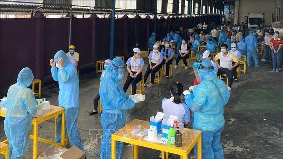 Trên 3.500 công nhân TP Hồ Chí Minh tạm ngừng việc để phòng COVID-19