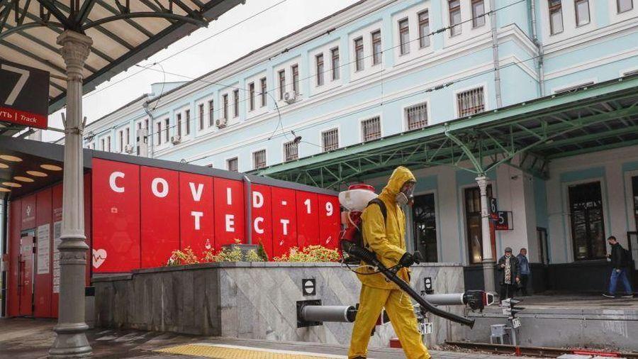Số ca COVID-19 tăng mạnh, dân Matxcơva không làm việc một tuần để chống dịch