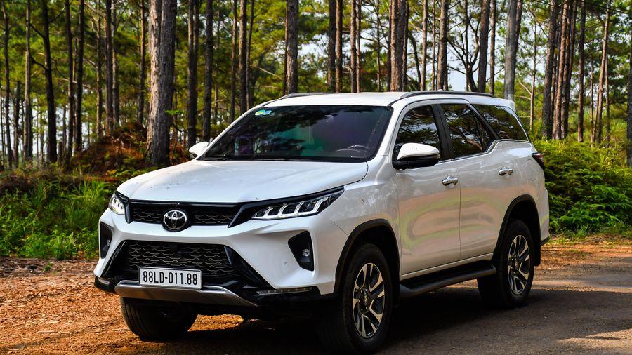 Vì sao Toyota Fortuner bị Hyundai Santa Fe và Kia Sorento vượt mặt?