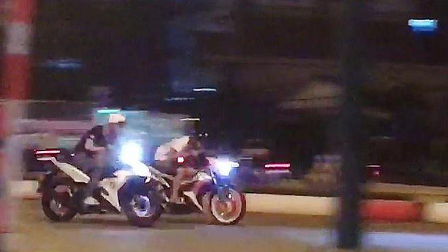 CSGT khống chế 8 người đua xe trái phép trong đêm