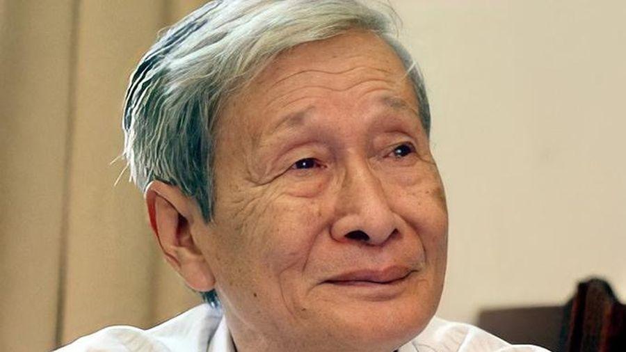 Giới văn chương ngưỡng mộ sự uyên bác của tác giả Nguyễn Xuân Khánh