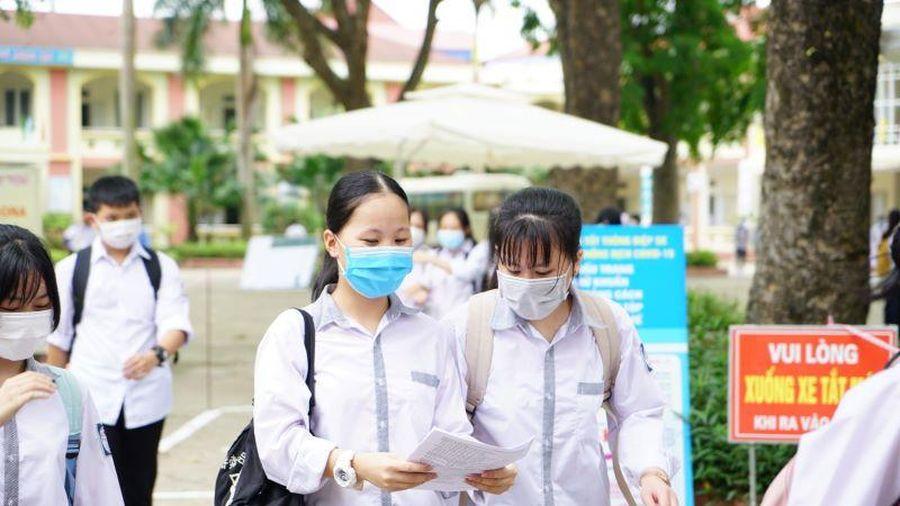 Đề thi Toán, đồ bảo hộ y tế được đưa vào bài thi, dự kiến phổ điểm từ 7 - 8