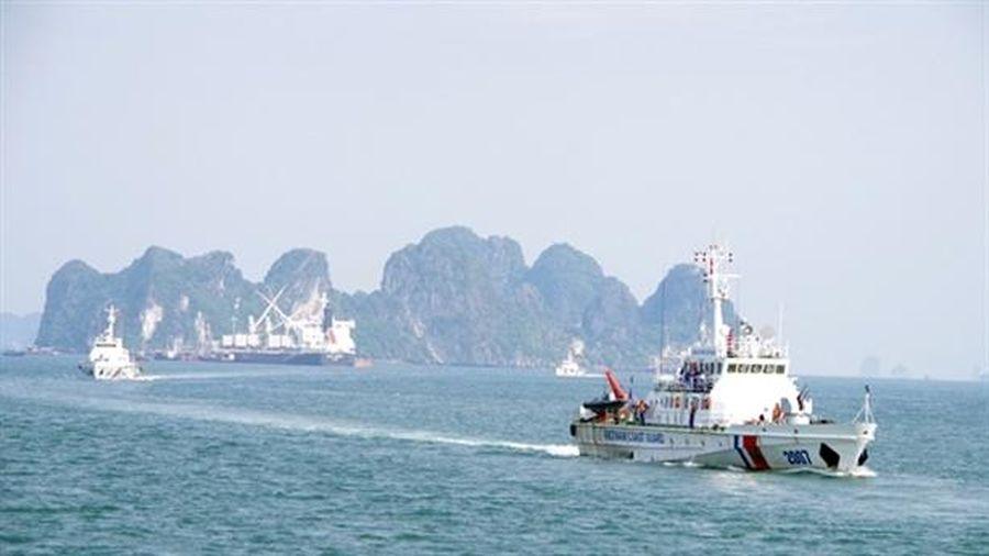Cảnh sát biển huấn luyện chiến thuật, bắn pháo trên biển
