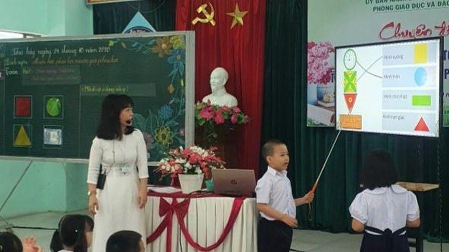 Tập huấn giáo viên triển khai chương trình SGK mới: Học để dạy chứ không phải học để biết