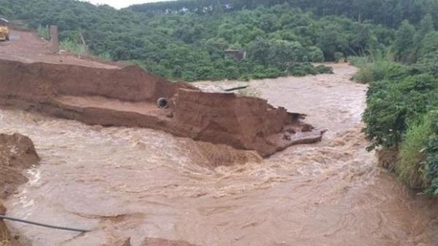 Bão số 2 suy yếu thành áp thấp nhiệt đới, nguy cơ cao xảy ra lũ quét, sạt lở đất