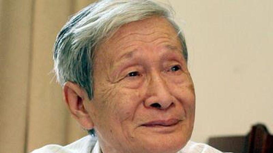 Nhà văn Trung Trung Đỉnh kể về 'đứa con' khó sinh của nhà văn Nguyễn Xuân Khánh