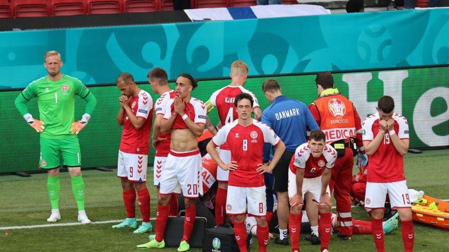 Eriksen qua cơn nguy kịch sau khi đổ gục xuống sân
