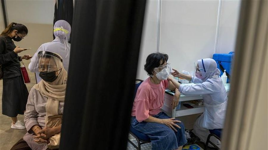 Malaysia: Số bệnh nhân COVID-19 phải chăm sóc đặc biệt cao kỷ lục