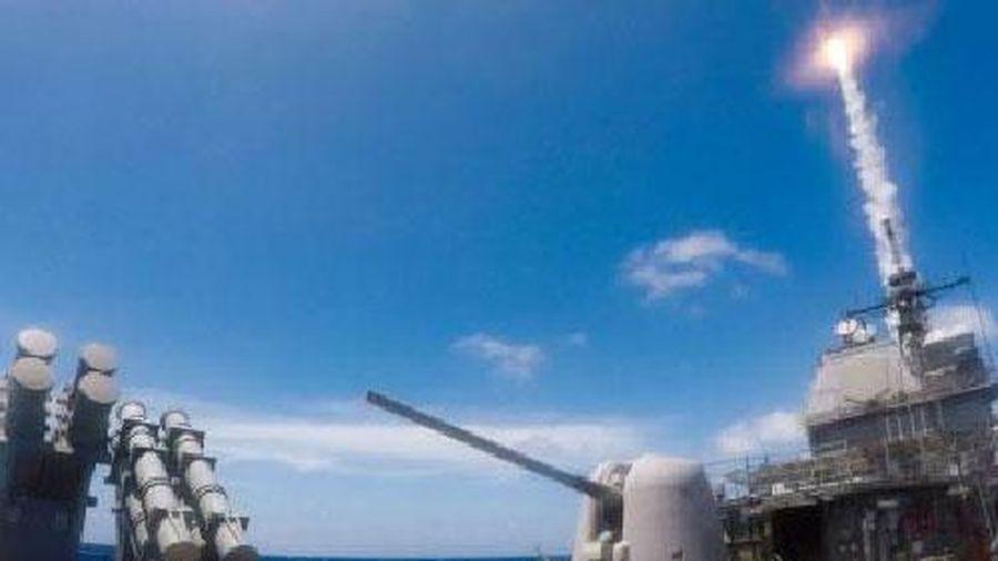 Mỹ ngơ ngác khi tàu Nga áp sát vụ thử SM-6