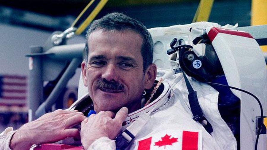 Cựu phi hành gia Canada từng nhìn thấy UFO