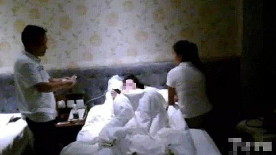Dẫn gái vào khách sạn sau tai nạn giao thông, chồng bị vợ bắt tại trận nhưng sau biết sự thật 'ngã ngửa'