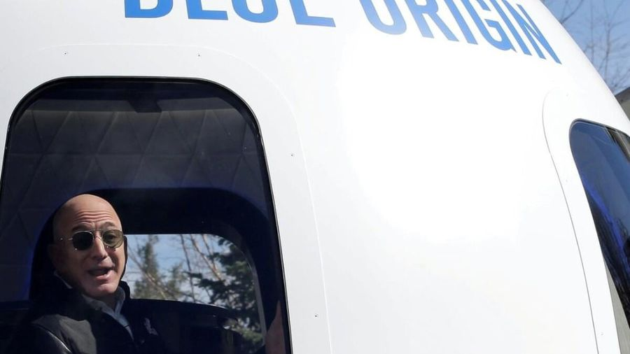 Đại gia giấu mặt chi 28 triệu USD để bay vào vũ trụ trong 10 phút cùng Jeff Bezos