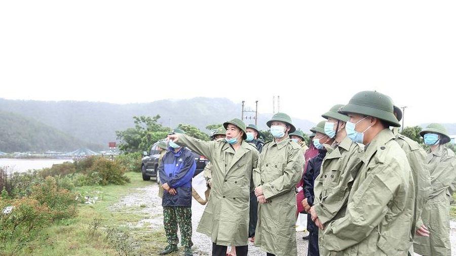 Chủ tịch UBND tỉnh Đỗ Minh Tuấn kiểm tra công tác ứng phó với bão số 2 tại các huyện Hậu Lộc, Nga Sơn và Hà Trung