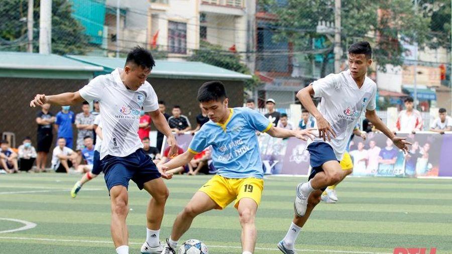Các giải bóng đá 'phủi' không phép và trách nhiệm của các cơ quan chức năng