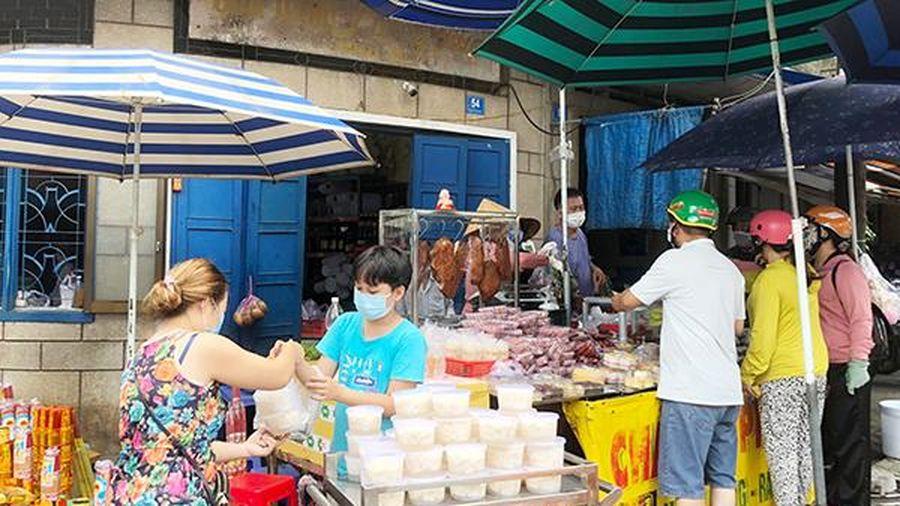 Thị trường phục vụ Tết Đoan Ngọ bắt đầu 'hút' người mua