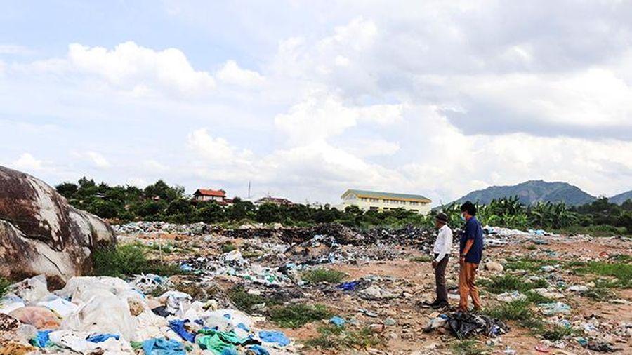 Bãi rác tạm ở thôn Dầu Sơn, xã Suối Tân: Địa phương cần tăng cường quản lý