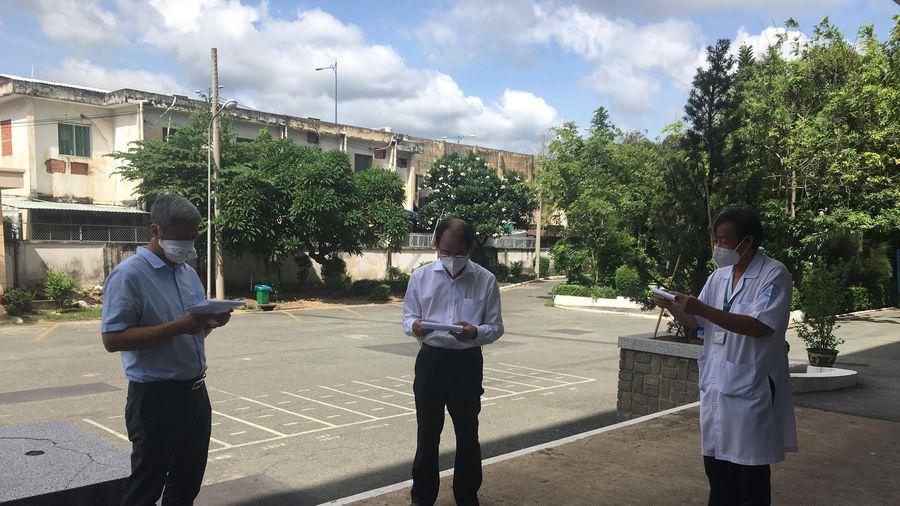 TP.HCM: Thứ trưởng Bộ Y tế Nguyễn Trường Sơn làm việc với Bệnh viện Bệnh Nhiệt Đới TP.HCM
