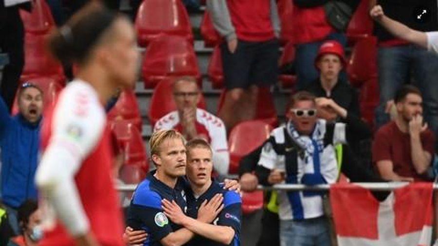 Đồng đội nhanh chóng hỗ trợ Eriksen không bị nuốt lưỡi, được ca ngợi
