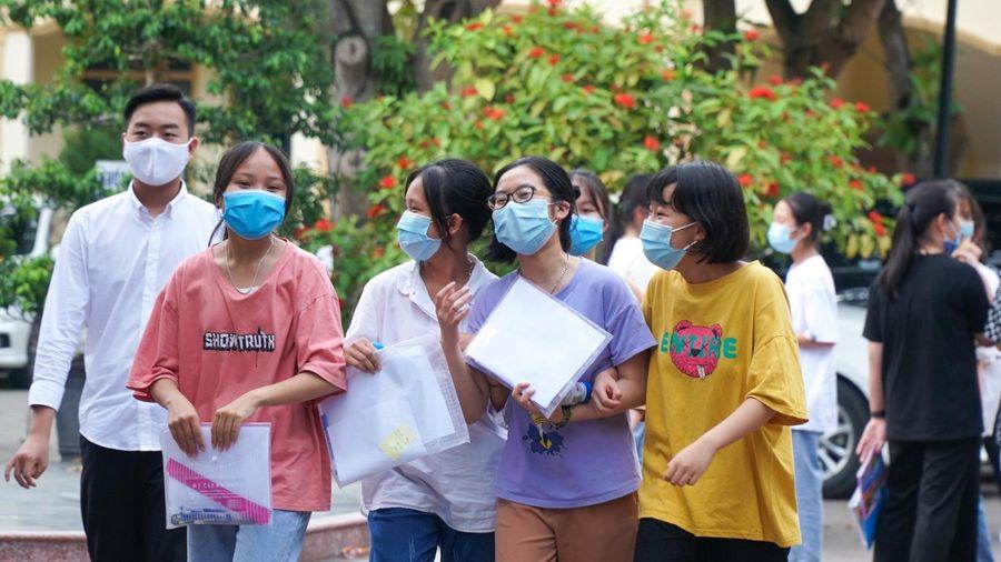 Đề thi môn Toán vào lớp 10 THPT công lập Hà Nội