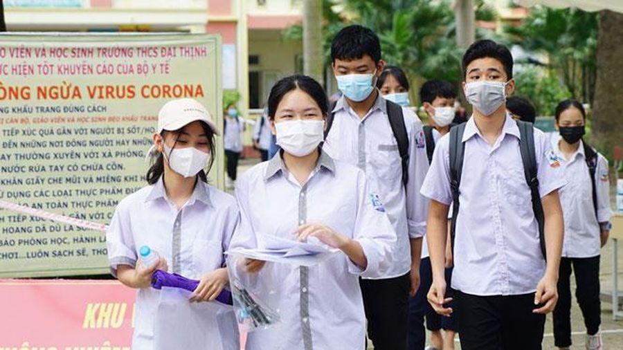 Sáng nay (13-6), thí sinh Hà Nội làm bài hai môn cuối kỳ thi vào lớp 10