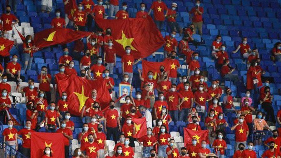 250 cổ động viên Việt Nam được vào cổ vũ cho đội tuyển Việt Nam trong trận gặp UAE