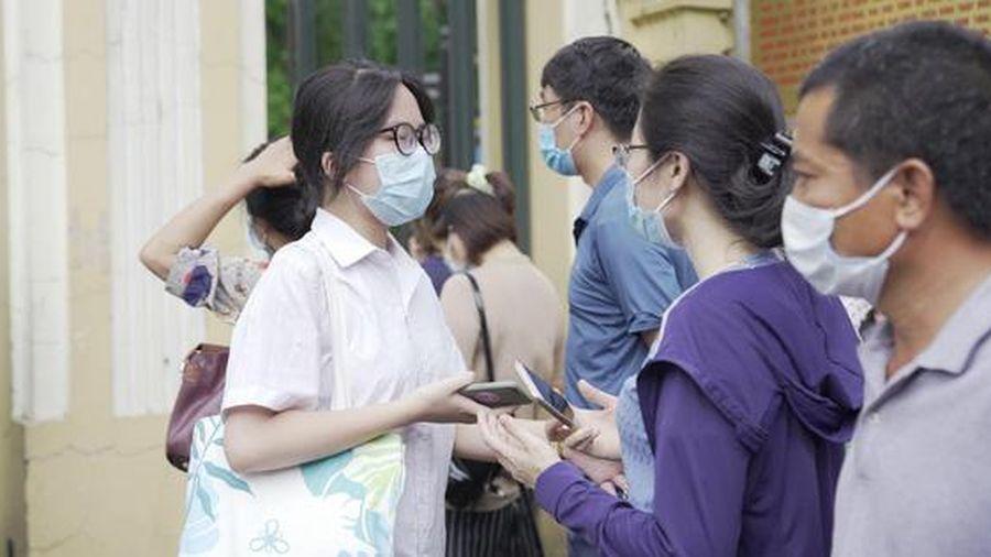 Gợi ý đáp án môn Toán kỳ thi vào lớp 10 THPT tại Hà Nội