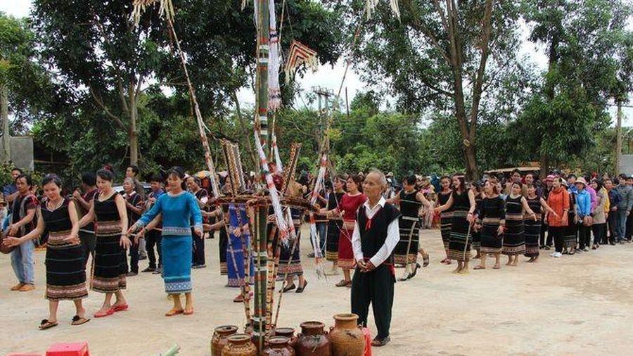 Bảo tồn, phát huy bản sắc văn hóa dân tộc Rơ Măm