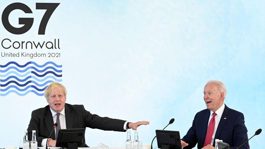 Ông Biden tặng thủ tướng Anh xe đạp 6.000 USD và nhận về một bức ảnh?