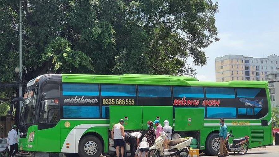 Bến 'cóc' trên đường Hồ Tùng Mậu