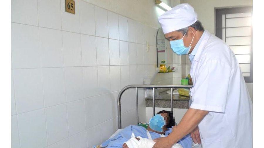 Phẫu thuật thành công cho bệnh nhân bị đứt lìa bàn tay