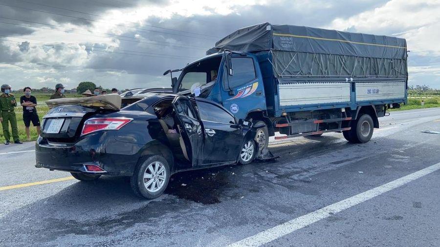 Hưng Yên: Ô tô tông trực diện xe tải, 3 người tử vong