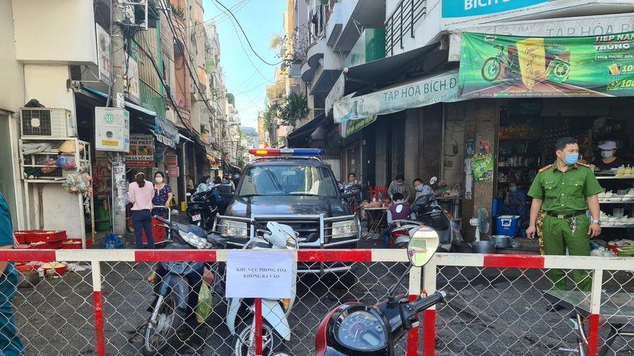 Thành phố Hồ Chí Minh giãn cách xã hội thêm 14 ngày