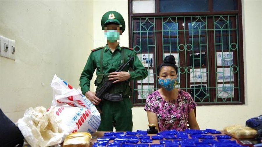 Bắt đối tượng vận chuyển 12.000 viên ma túy tổng hợp