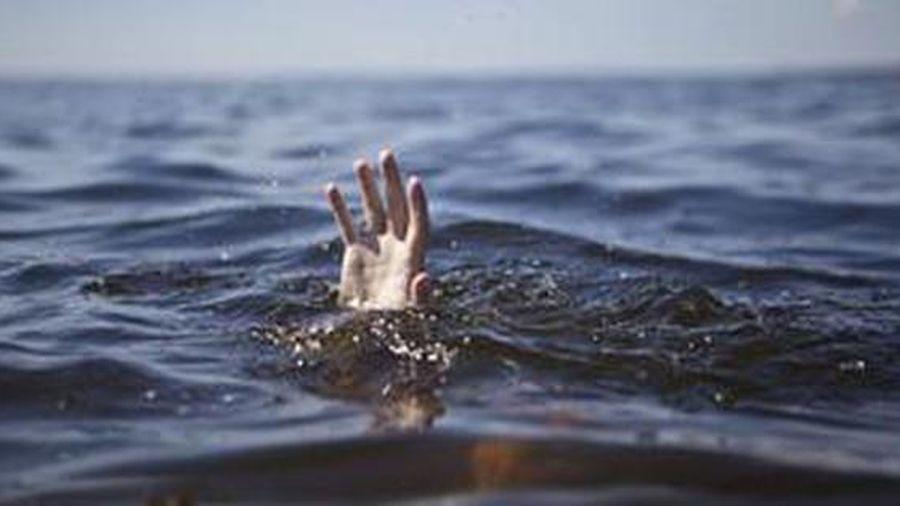 Nghỉ giãn ca công nhân rủ nhau đi tắm suối, 1 người tử vong
