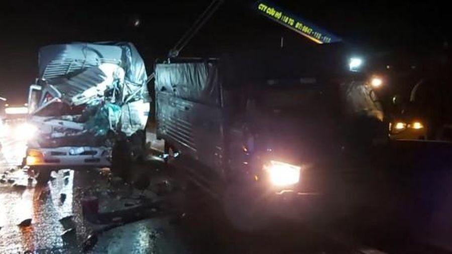 Xe tải tông xe tải trên cao tốc TP HCM - Trung Lương, người tử nạn, người trọng thương