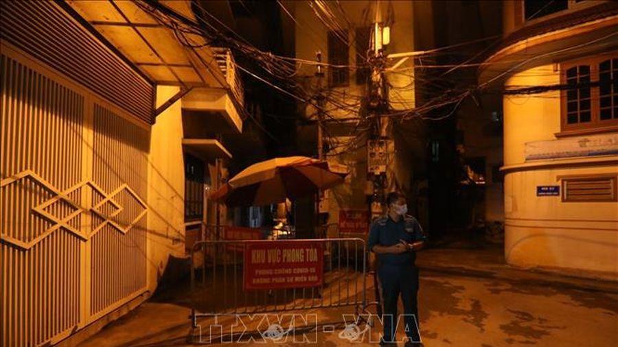 Hà Nội phong tỏa một ngõ thuộc quận Long Biên do có trường hợp nghi mắc COVID-19