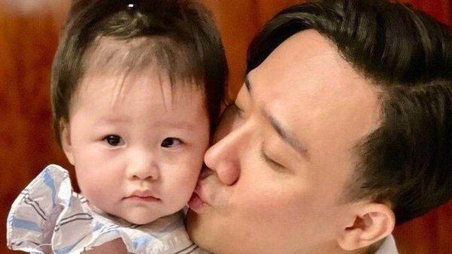 MC Trấn Thành khoe ảnh em bé giống y hệt mình, fan mong bé sẽ nối gót anh trở thành người nổi tiếng