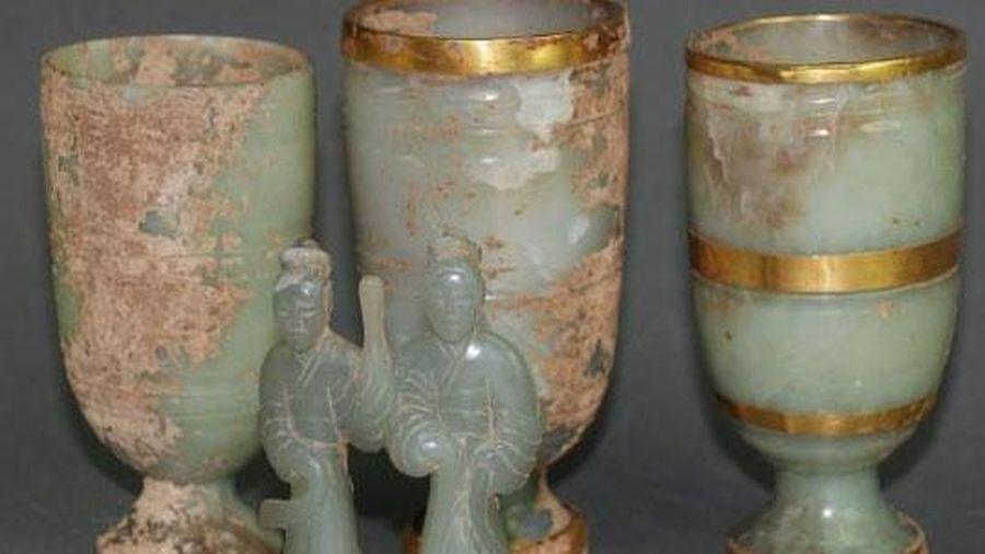 Cả gan bán bảo vật đào được trong lăng mộ hoàng đế, 3 người nông dân tưởng 'đổi đời' - Ai ngờ!