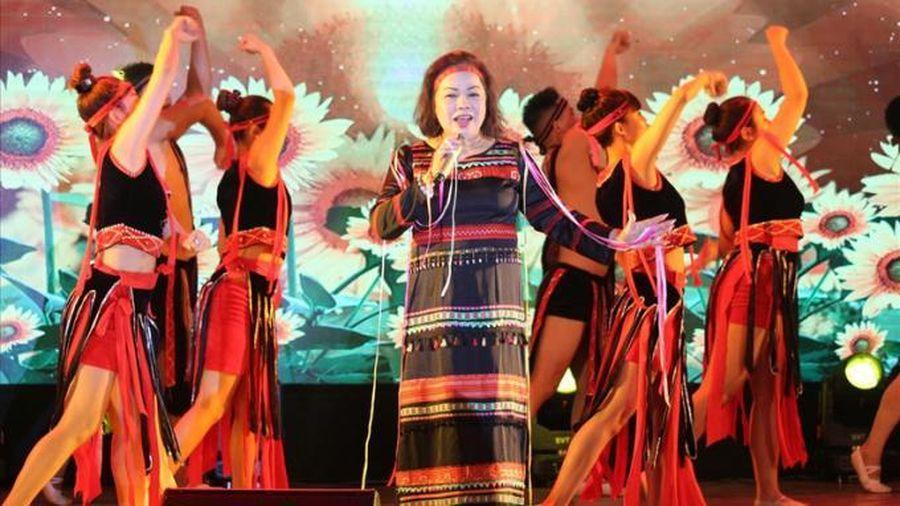 NSND Rơ Chăm Phiang: 'Giọng hát, năng khiếu, hình thức' là ba tiêu chí của một thí sinh mà tôi quan tâm