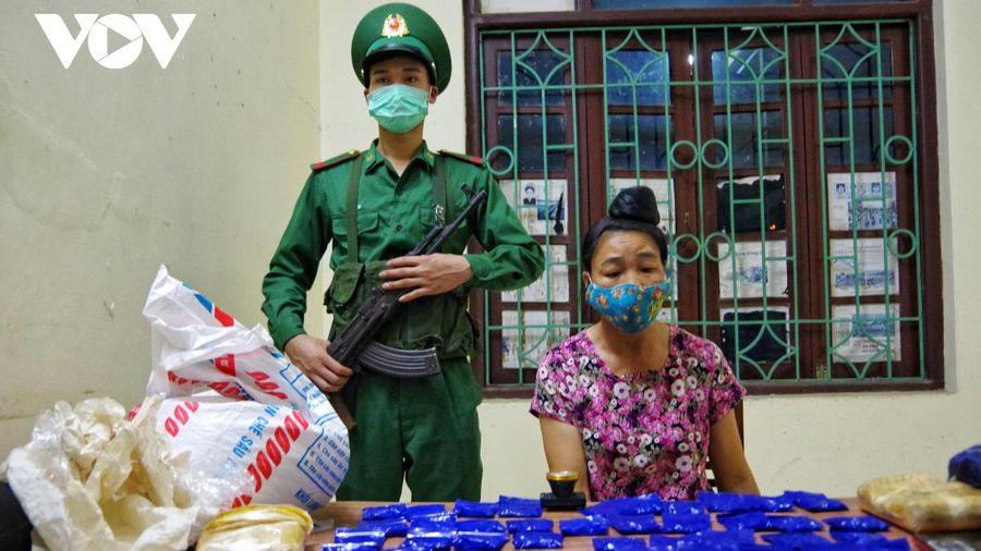 Bắt đối tượng mua bán trái phép 12.000 viên ma túy tổng hợp ở Điện Biên
