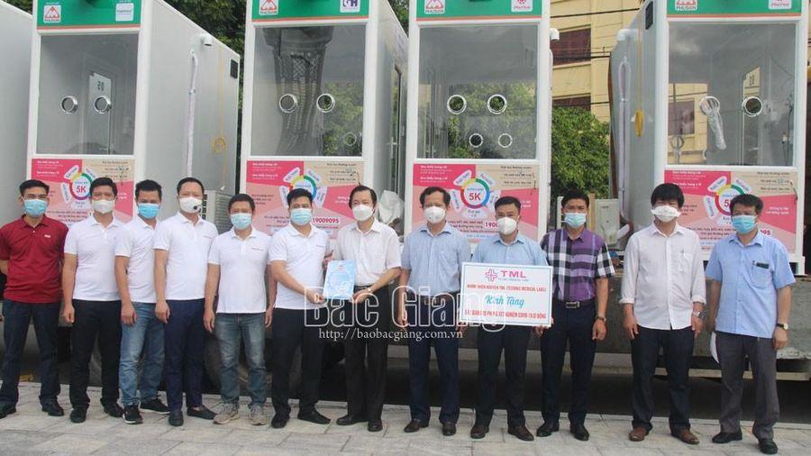 Nhóm thiện nguyện TLM tặng tỉnh Bắc Giang 5 phòng lấy mẫu xét nghiệm